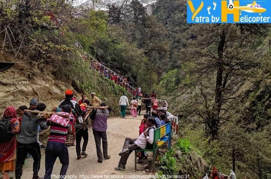 Yatris are Trekking to Yamunotri Dham